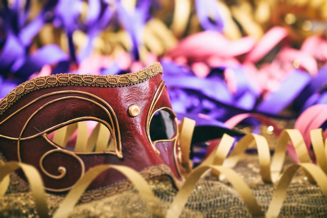 Paniccia carnevale Carnival mask on colorful blur background