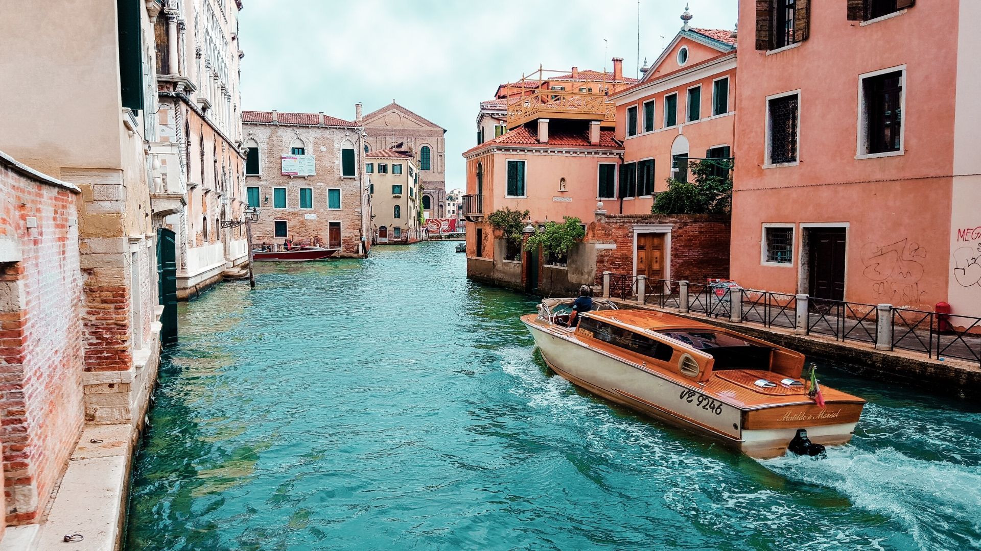 Grand canal boat tour, Murano, Burano & lunch